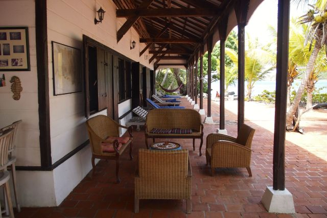 Lots of cozy spots to relax at Ilet Oscar | SBPR