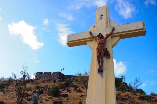 Cross on the way up to Fort Louis in Marigot, St. Martin | SBPR