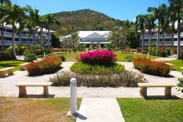 Carefully manicured grounds at Riu Palace Resort St. Martin | SBPR