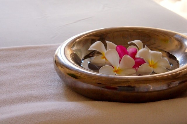 The fragrant tropical flowers were waiting for me on my treatment table | SBPR
