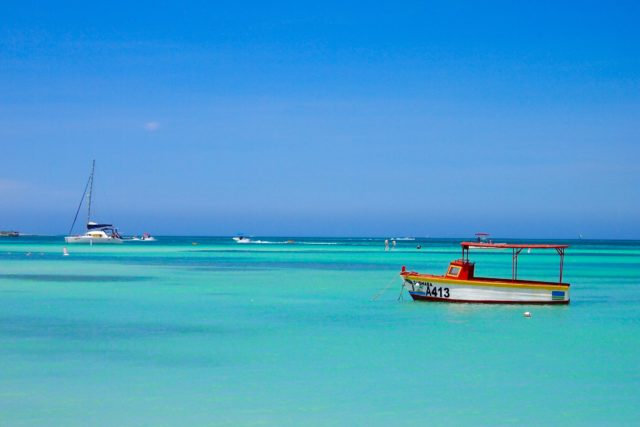 One Happy Boat at Malmok Beach, Aruba | SBPR