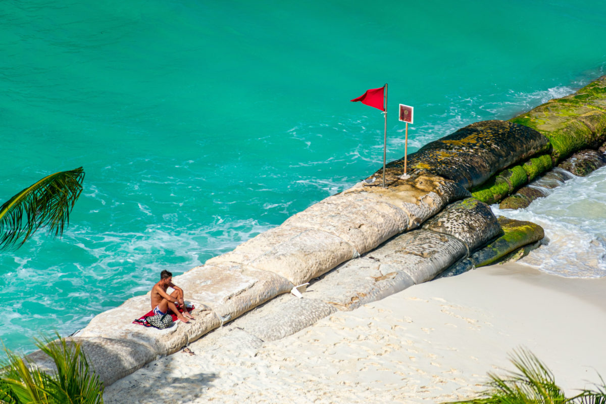 Alone under a red flag, Cancun